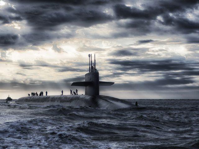 submarine-168884_1920-640x480.jpg